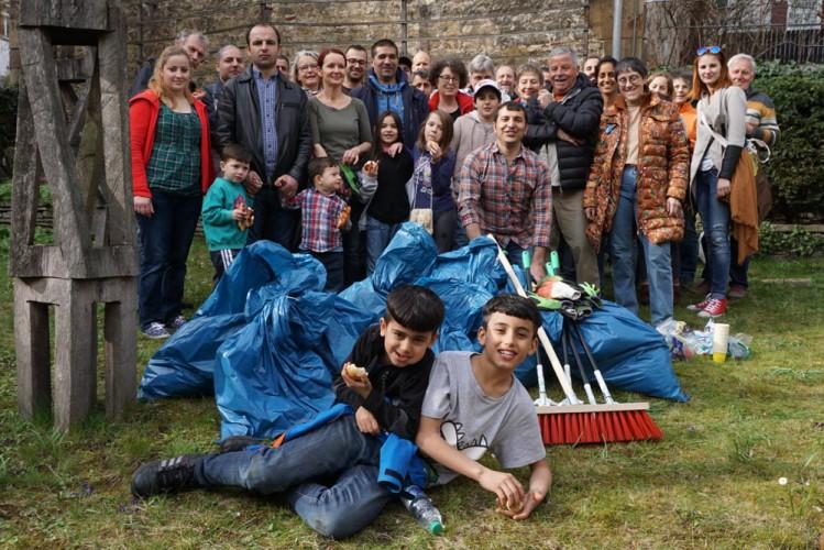 Säckeweise eingesammelter Müll – und fröhliche Gesichter